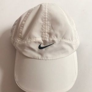 Nike adjust black white featherlite Dri-fit hat
